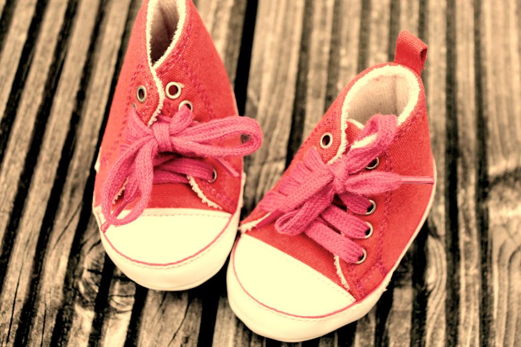 Выбор материала детской обуви: ткань